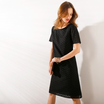 Robe noire broderie anglaise