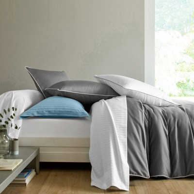 linge de lit en satin de coton uni passepoil contrast blancheporte. Black Bedroom Furniture Sets. Home Design Ideas